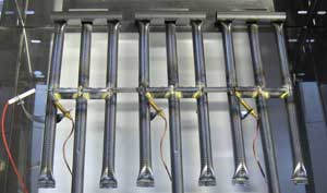 Kuvassa kolme 4,5kw kaasupolttinta ja piezo-sytytti.